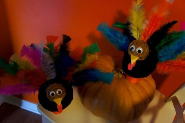 Yarn Turkeys with Pumpkin